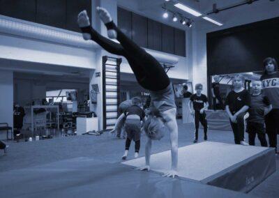 Akrobatia – Alle 16v